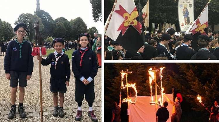 Les scouts se reconnaissent aussi à la couleur de leur foulard. Lors des grands rassemblements, comme celui de la province de Bretagne et Pays de Loire qui a rassemblé plus de 3 000 scouts d'Europe à Sainte-Anne d'Auray, à l'automne dernier, les patrouilles aiment sortir les baussants (étendards) et les grandes bannières qui servent aussi lors des pèlerinages. En 2017, la troupe 1re Rennes des Scouts d'Europe a fêté le 55e anniversaire de sa création.